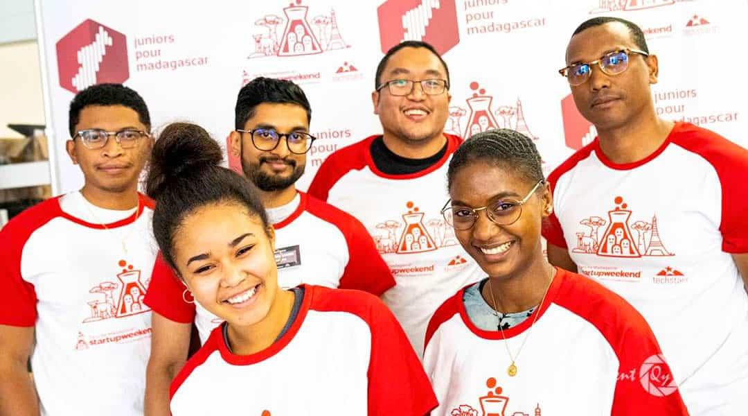 L'équipe gagnante CHATKAY au 5éme édition de l'évènement startup Weekend Paris édition Madagascar